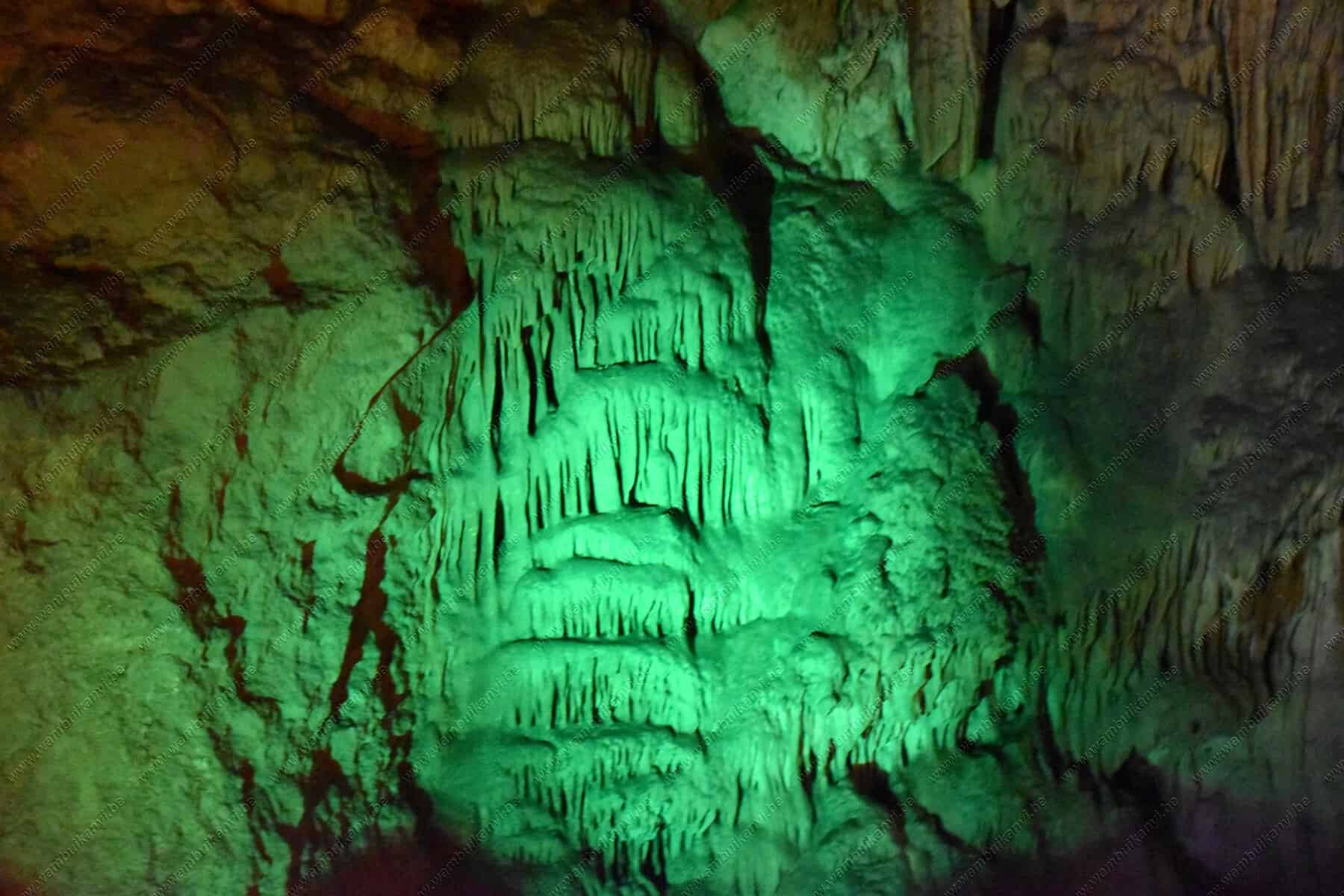 the lighting in the cave